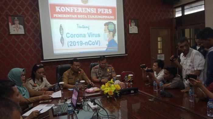 BREAKING NEWS - Dinkes Tanjungpinang Gelar Konfrensi Pers terkait WNI Diduga terpapar Virus Corona