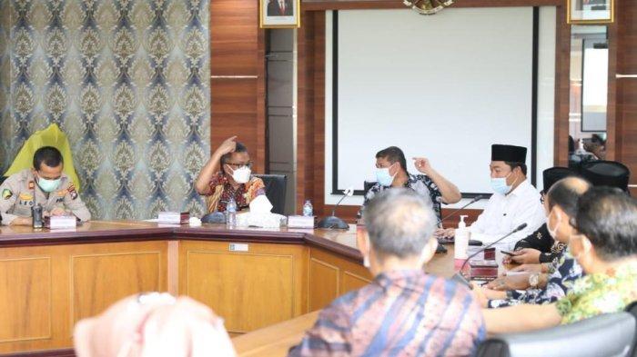 Pemerintah Kota (Pemko) Batam menggelar rapat bersama Majelis Ulama Indonesia (MUI) Kota Batam, Kementerian Agama Kota Batam, tokoh agama, pengelola rumah sakit dan sejumlah instansi terkait lainnya.