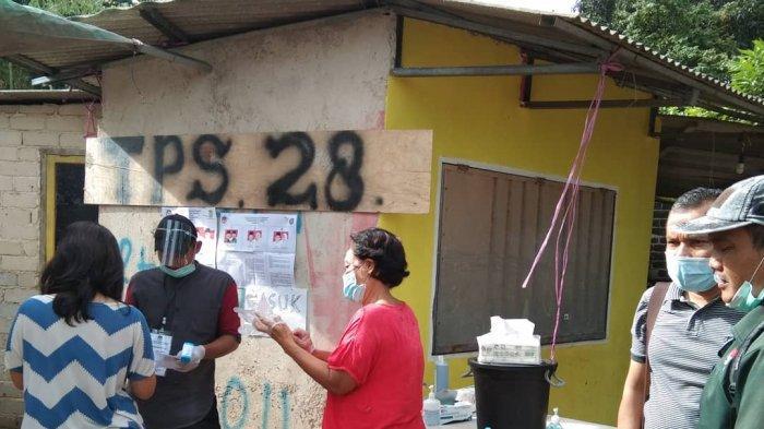 PEMUNGUTAN SUARA ULANG - Pemungutan Suara Ulang di TPS 28 Duriangkang, Kecamatan Sei Beduk, Kota Batam, Provinsi Kepri, Minggu (13/12/2020).