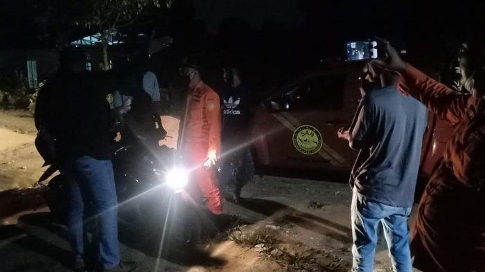 Foto tim SAR gabungan mencari warga Batam tenggelam di DAM Duriangkang, Sabtu (13/3/2021).
