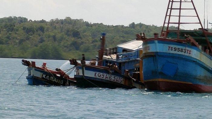 Penenggelaman kapal ikan asing di perairan Batam, Kamis (4/3/2021).