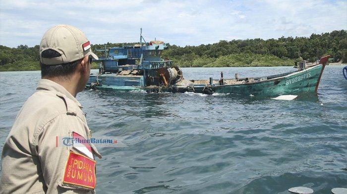 Tangkap Ikan di Perairan Kepri Tanpa Izin, Lima Kapal Asing Asal Vietnam Ditenggelamkan