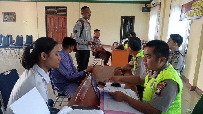 Foto hanya ilustrasi pendaftaran penerimaan anggota Polri di Mapolres Tanjungpinang, Jumat (13/3/2020)