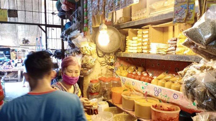 PASAR TOS 3000 BATAM - Penjual bumbu di Pasar Tos 3000 Batam, Provinsi Kepri, Senin (22/3/2021).