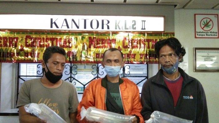 KM KELUD - Tiga penumpang KM Kelud yang mencoba menyelundupkan baby lobster di Batam, Minggu (6/12/2020).