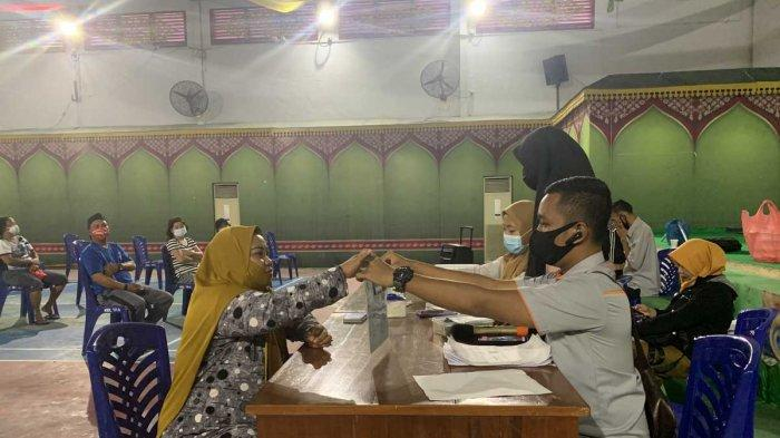 2.782 Warga Anambas Terima Bansos Kemensos Tahap X, PT Pos Indonesia Target Selesai 5 Hari