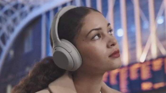 Headphone Sony WH-1000X M4 Punya Peredam Suara Sekeliling, Dibandrol  Rp 4.999.000