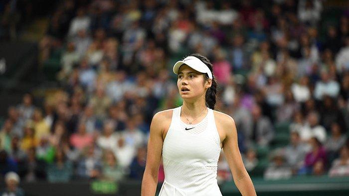 Wimbledon 2021, Kejutan Emma Raducanu Berakhir di Perdelapan Final, Mundur Karena Sesak Nafas