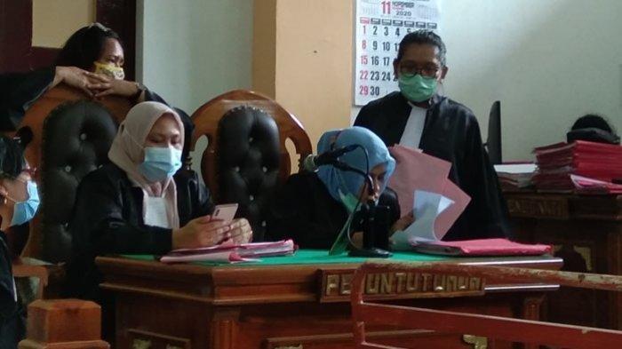 JPU membacakan tuntutan kepada ketiga terdakwa dalam sidang yang digelar secara online di ruang sidang cakra III, Pengadilan Negeri Medan, Selasa (1/12/2020)