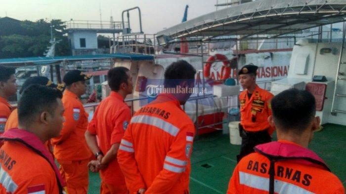 BREAKINGNEWS. Kapal Karam di Perairan Tanjungberakit Bintan. Petugas Lakukan Penyisiran