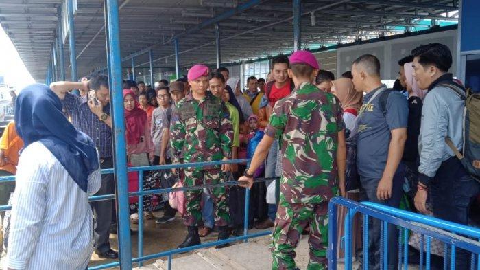 Terlalu Padat, Batalyon Marinir Diturunkan Amankan Arus Mudik di Pelabuhan SBP Tanjungpinang