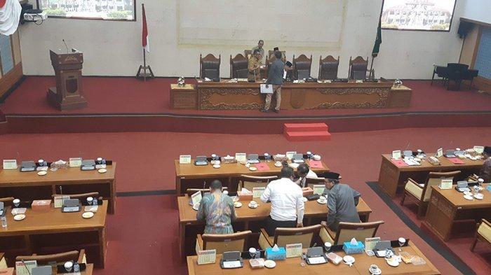 Setiap Fraksi di DPRD Kota Batam akhirnya menanggapi Pemerintah Kota (Pemko) Batam ajukan perubahan atau revisi Perda nomor 8 Tahun 2016 tentang Rencana Pembangunan Jangka Menengah (RPJMD) Kota Batam Tahun 2016-2021.