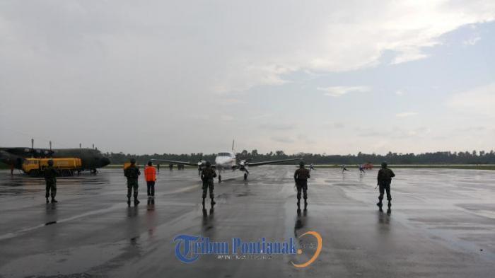 Pesawat Asing Dipaksa Mendarat dan Dikawal POM AU dan Paskhas