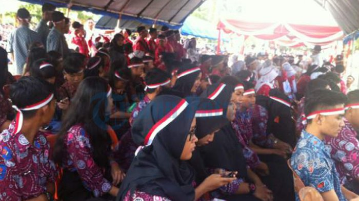 Semua Peserta Pawai Nusantara Bersatu di Lapangan Pamedan Tanjungpinang Pakai Pita Merah Putih