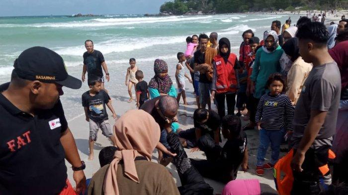 Anak Laki-Laki Ditemukan Lemas dan Terbaring di Tepi Pantai Pelawan Karimun