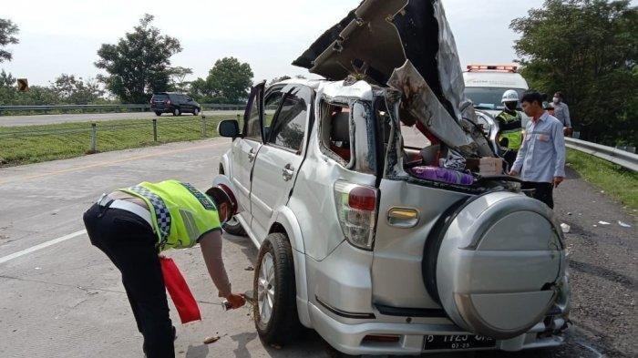 Mobil Terios Hantam Pembatas Jalan, Kecelakaan Maut Tak Terhindarkan, 1 Tewas 4 Orang Luka Berat