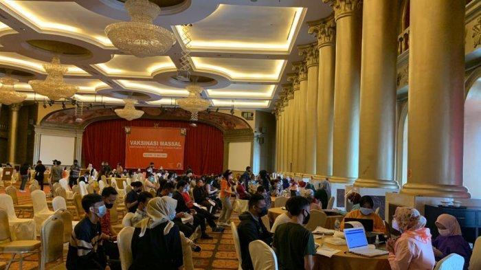 Perhimpunan Hotel dan Restoran Indonesia (PHRI) Kota Batam bersama Pemko Batam menggelar vaksinasi di Batam Center, selama dua hari 19-20 Mei 2021