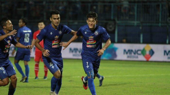 LINK Live Streaming MNCTV Arema FC vs Persela di Piala Gubernur Jatim 2020 via TV Online