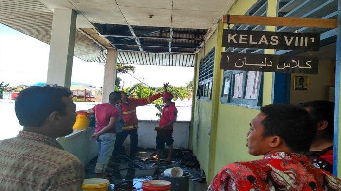 Pelajar Berjibaku Padamkan Api, Plafon SMPN 2 Siantan Anambas Terbakar