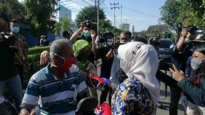 Ingatkan Protokol Kesehatan, Rahma Bagikan Masker ke Warga Tanjungpinang di Lapangan Pamedan