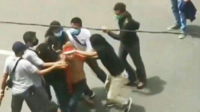 Pria Bersenjata Mandau Gagal Susupi Demo Tolak UU Cipta Kerja, Wartawan Merahputih Dikabarkan Hilang