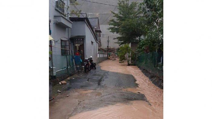 Sempat Banjir Besar, Warga Takut Tembok Pembatas Pollux Habibie Batam Roboh Lagi