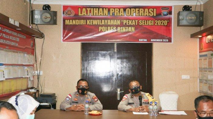 POLRES BINTAN - Personel Polres Bintan menggelar latihan pra operasi mandiri Kewilayahan Pekat Seligi 2020, Sabtu (14/11).