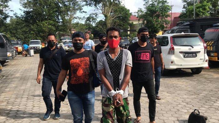 POLRES TANJUNGPINANG - Pelaku perampokan mobil di kawasan Dompak, Jumartin dibekuk tim Jatanras Polres Tanjungpinang, Jumat (4/12/2020). Ilustrasi