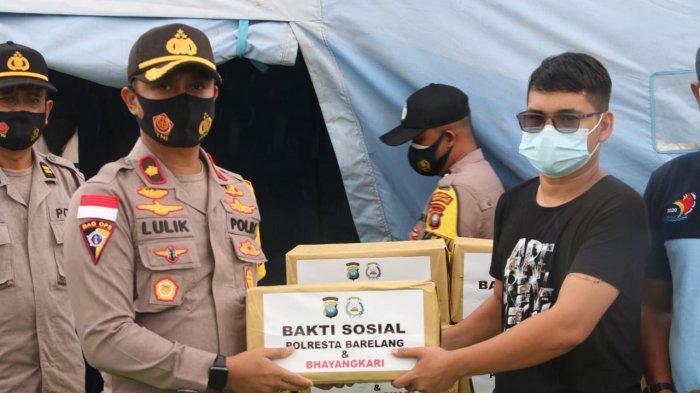 Banjir di Batam Jadi Atensi Polresta Barelang, Serahkan Paket Sembako 2 Perumahan di Nongsa