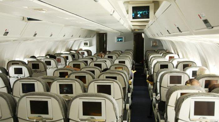 Berbahaya! Ini Penyakit Yang Mengintai Jika Menyentuh Ventilasi Udara di Atas Kursi Pesawat Terbang
