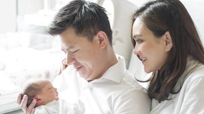 Fakta-fakta Rumah Tangga Shandy Aulia & David Herbowo Dikabarkan Retak, Awalnya Hapus Status Istri
