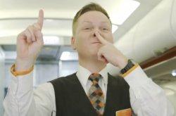 Pramugari Tiru Wajah Babi, Ini Maksud Kode Rahasia Maskapai Penerbangan