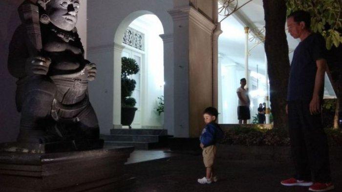 Di Malam Tahun Baru 2018, Presiden Jokowi Bermain dengan Cucu di Jogja