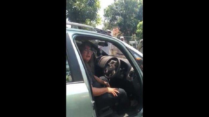 Kena Razia Karena Tidak Pakai Masker, Seorang Pria Minta Polisi Tembak Dirinya