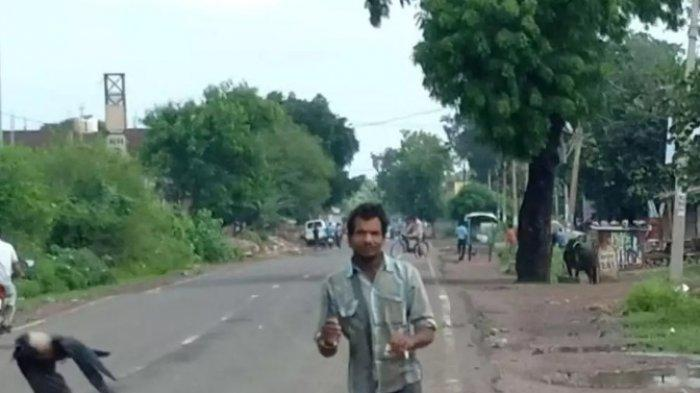 Pria di India Ini Selalu Diserang Burung Gagak Selama 3 Tahun Gegara Hal Ini