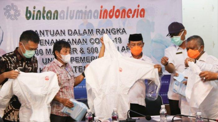 PT BAI Donates 30 Thousand Masks and 500 APD Clothes Assistance to Bintan Covid-19 Handling Team