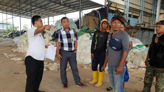 Limbah Plastik PT San Hai Batam Diduga Diangkut ke Perusahaan Lain, Barang Dipindahkan Malam Hari