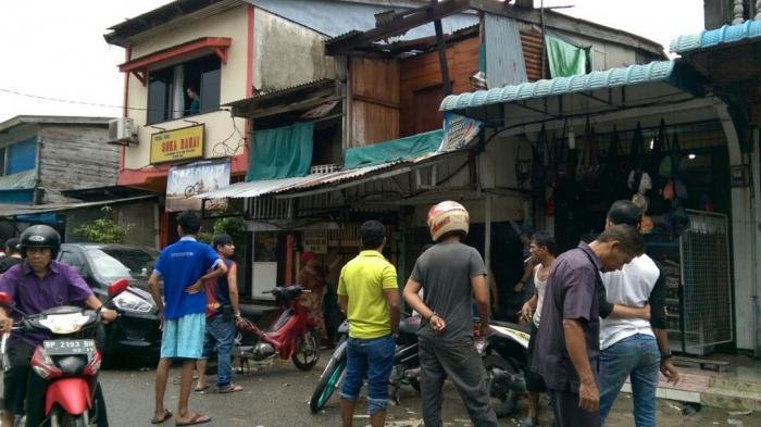 Terdengar Ledakan, Tiba-tiba Atap Rumah Berhamburan di Tanjunguban