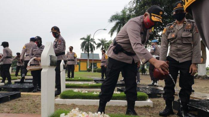 Wakapolda Kepri Kunjungi Pusara Bhakti Bulan Gebang, Rangkaian Kegiatan Jelang Hari Bhayangkara