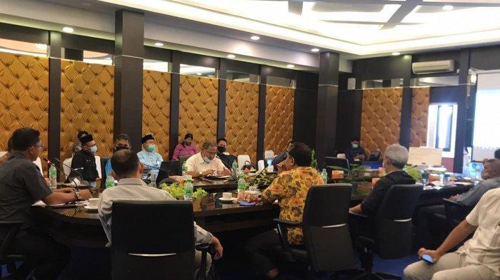 UMK 2021 - Rapat pembahasan Dewan Pengupahan Kabupaten (DPK) Bintan membahas UMK 2021 di Kantor Bupati Bintan, Jumat (6/11/2020).