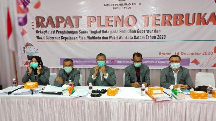 Sidang pleno rekapitulasi pilkada di Aula kantor KPU, Sekupang