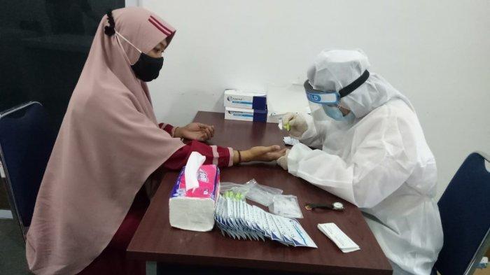 VIRUS CORONA - Rapid test ke seluruh pengawas Pemilu di Kantor Bawaslu Bintan, Kamis (5/11/2020). Rapid test dilakukan untuk mencegah penyebaran virus Corona.