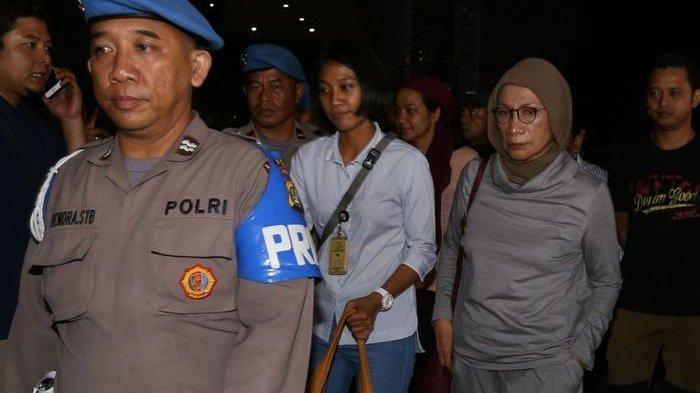 Keluar Dikawal Polisi, Ratna Sarumpaet Tinggalkan Polda Metro Jaya