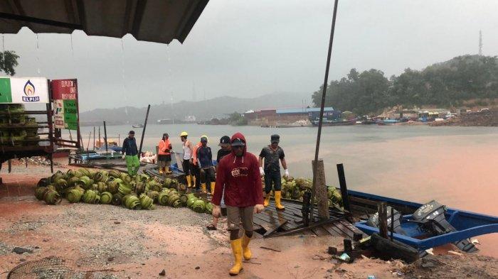 Polsek KKP Batam Buka Segel 760 Gas Elpiji 3 Kg di Sekupang, Tak Temukan Unsur Pidana