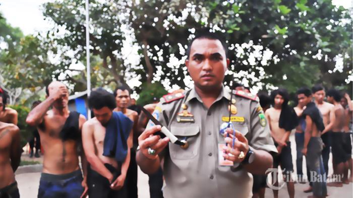 Tolong! Pengamen di Simpang Base Camp Batuaji Resahkan Pengguna Jalan