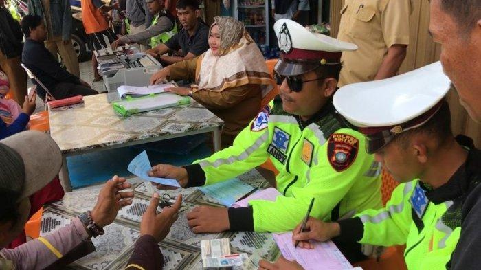 Razia pajak kendaraan yang dilakukan Samsat Kepri UPT PPD Kijang bersama Satlantas Polres Bintan di Km 16, Toapaya, Selasa (3/3/2020).