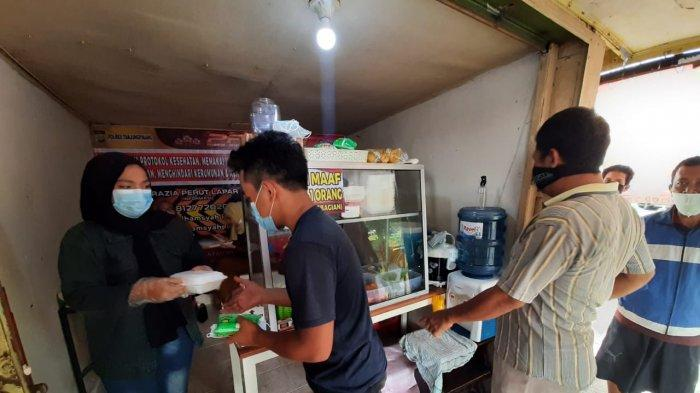 RAZIA PERUT LAPAR - Razia Perut Lapar (RPL) anggota Polres Tanjungpinang Bripka Zulhamsyah Putra, Rabu (30/6/2021). Ia kini membuka warung makan yang terletak di Jl Ahmad Yani, KM 5 tepatnya di depan RRI Tanjungpinang.