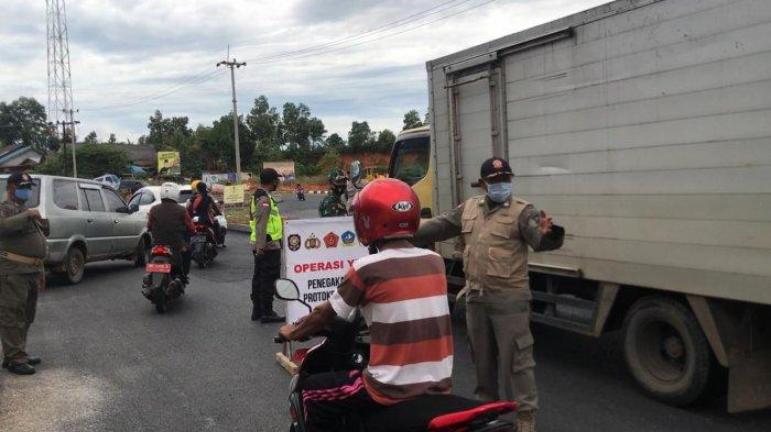 RAZIA PROTOKOL KESEHATAN - Razia protokol kesehatan Covid-19 di Km 16 Toapaya Selatan, Bintan, Kamis (22/10/2020).
