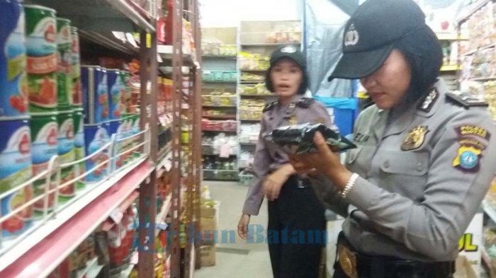 16 Karung Makanan dan Minuman Kadaluarsa Diamankan Tim Gabungan Dalam Sidak Pasar