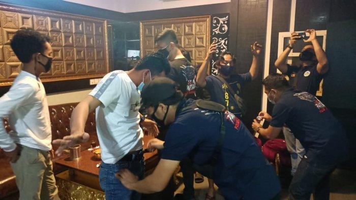 Razia Tempat Hiburan Malam di Karimun, TNI/Polri dan BNN Nihil Temukan Pengguna Nakoba. Foto Razia tempat hiburan malam di Karimun, Minggu (7/2) dini hari.